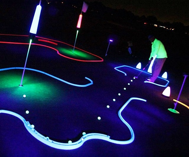 Glow In The Dark Mini Golf Kit - INTERWEBS