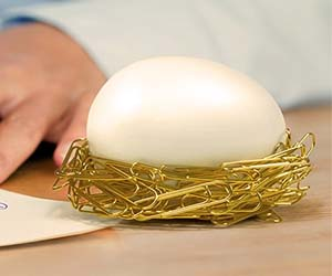 Magnetic Egg Paperclip Nest