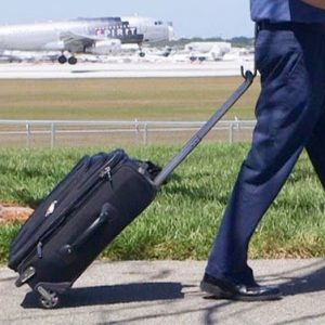 Hands-Free Suitcase Hitch