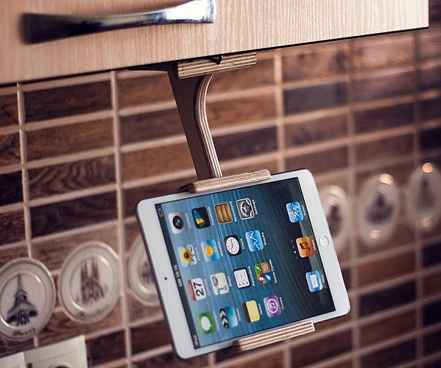 Kitchen Tablet And Smartphone Holder Interwebs
